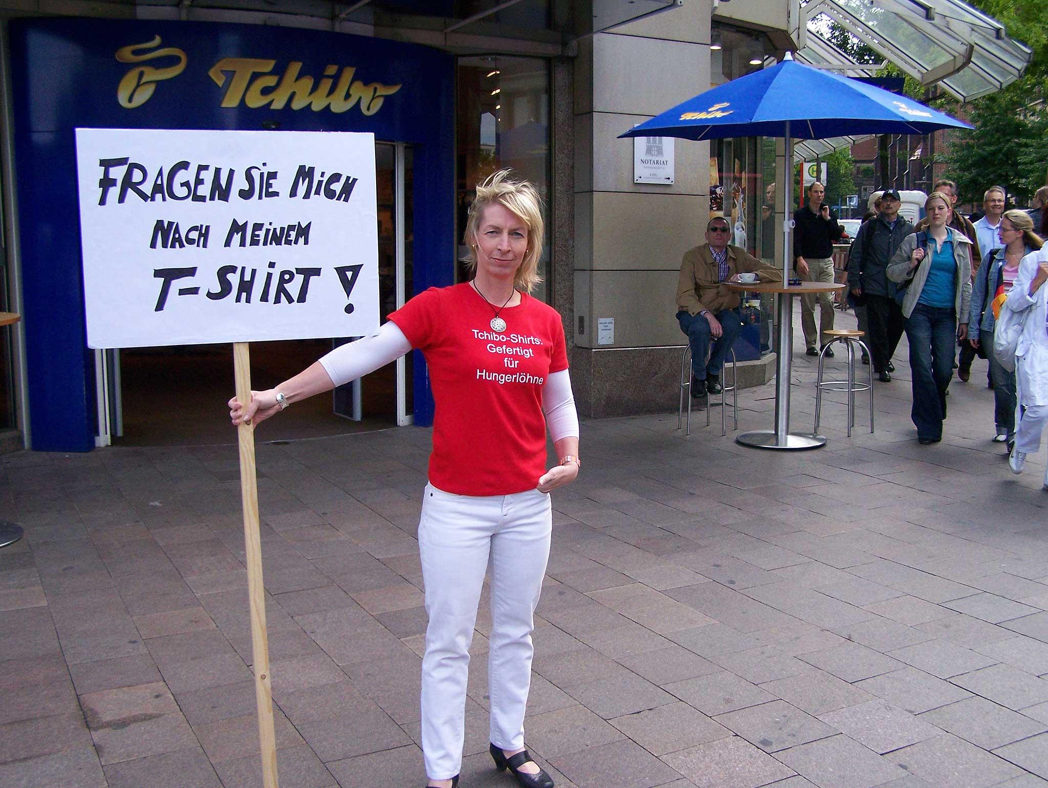 """Bloggerin Kirsten Brodde zwingt Tchibo nach der Greenpeace-Maxime """"die Botschaft gewinnt an Größe, wenn sie auf ein Minimum reduziert wird"""" in einen öffentlichen Konflikt."""