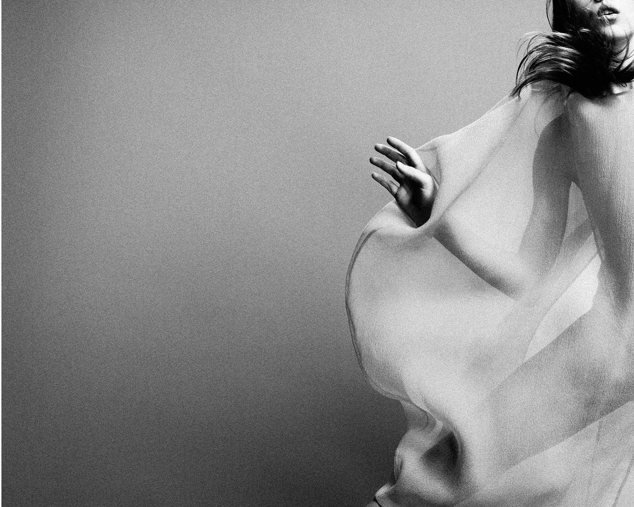 Der renommierte Editorial-Fotograf Gregor Hohenberg – er arbeitet u.a. für Vogue, Elle, GQ oder Achtung – wird die Siegerkollektionen des European Fashion Awards FASH 2011 fotografieren.