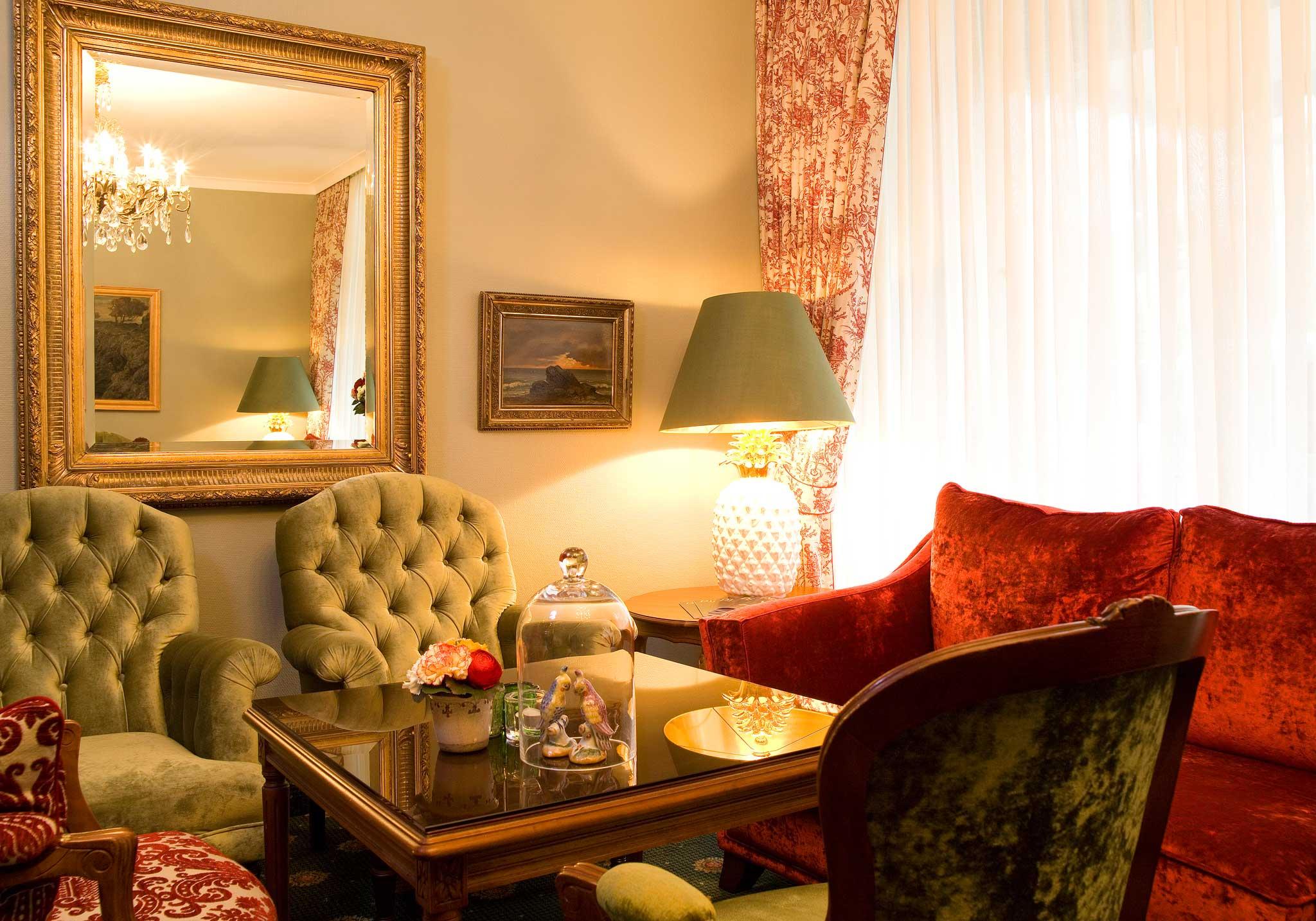 Hotelier Kevin Voigt hat im Hotel Vier Jahreszeiten in Hamburg gelernt. Er liebt den Stil alter Grand-Hotels.