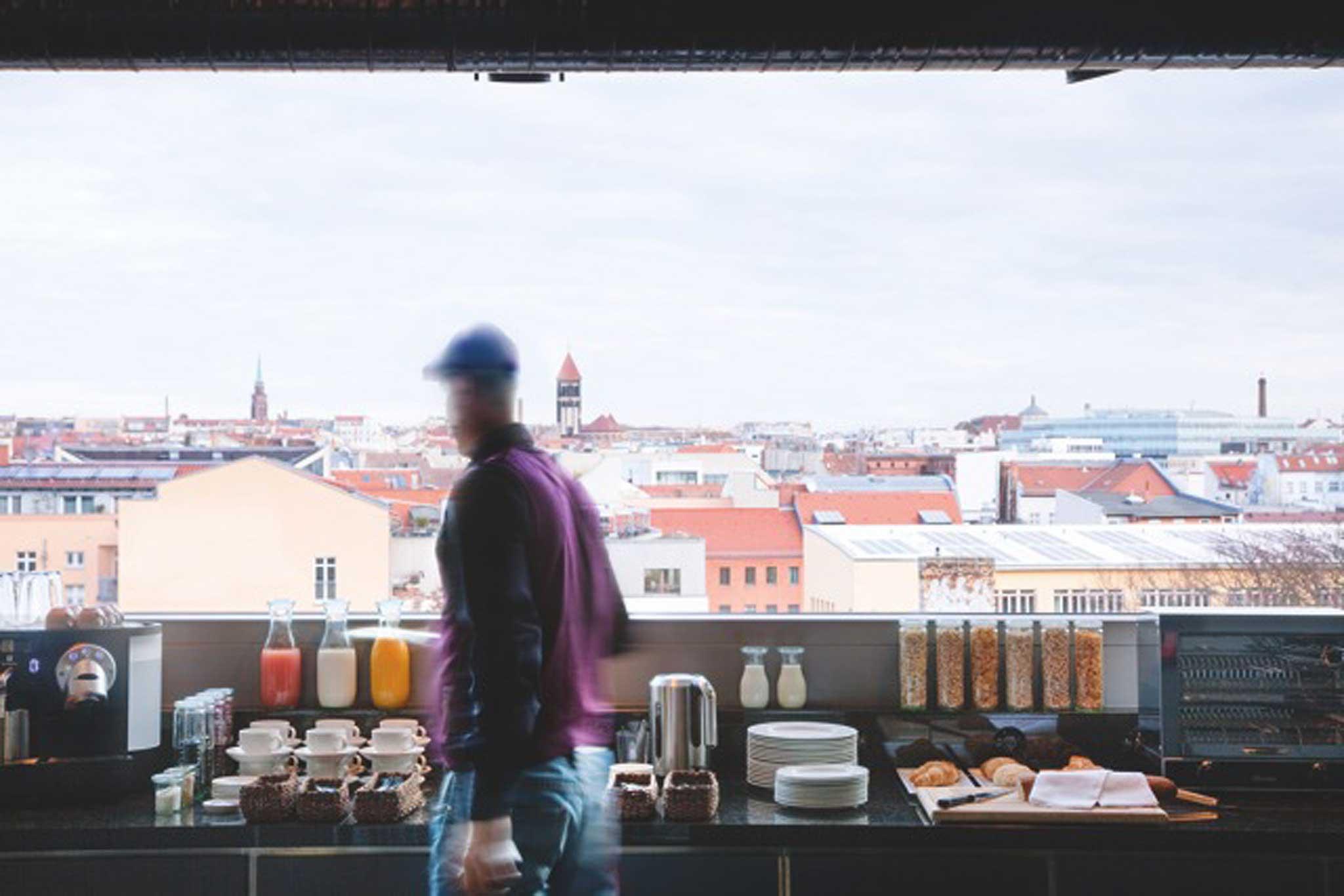 Die Snackbar Tentempié bietet ein Leben wie in einer Wohngemeinschaft.