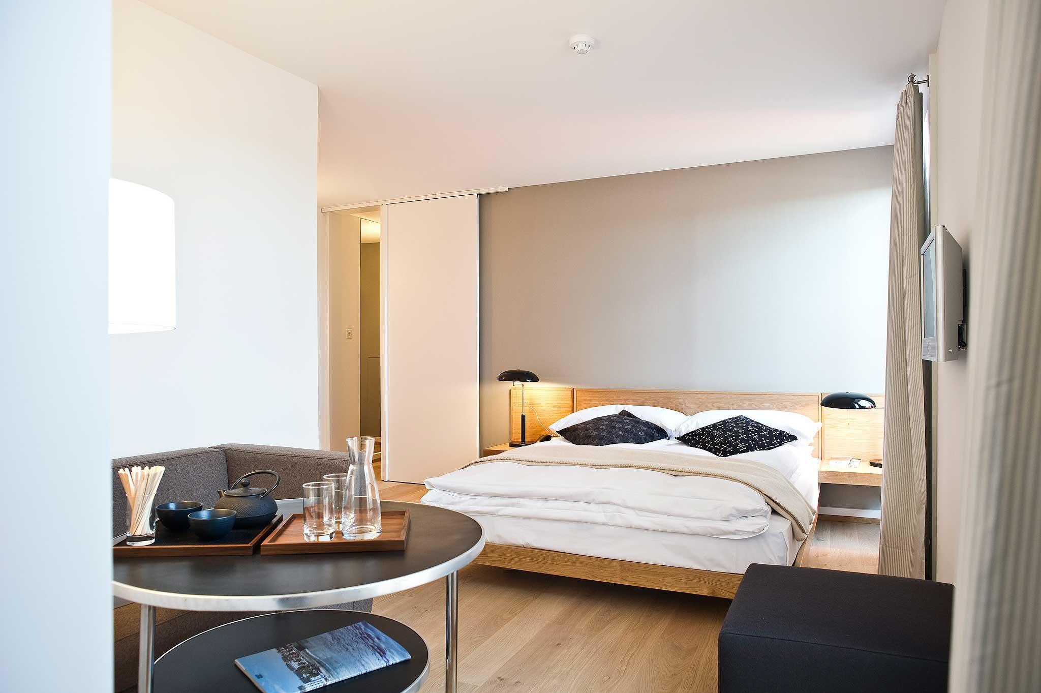 Die Juniorsuite 414 unter dem Dach wirkt wie eine kleine Wohnung.