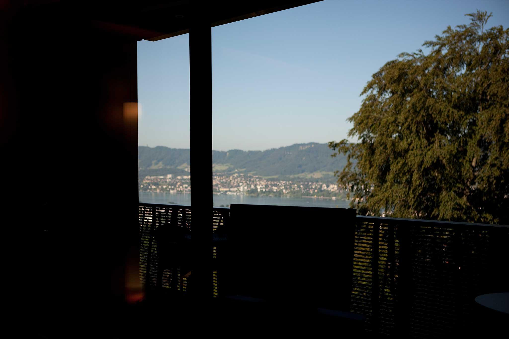 Das Hotel Dolder Grand mit Blick über den Zürichsee.