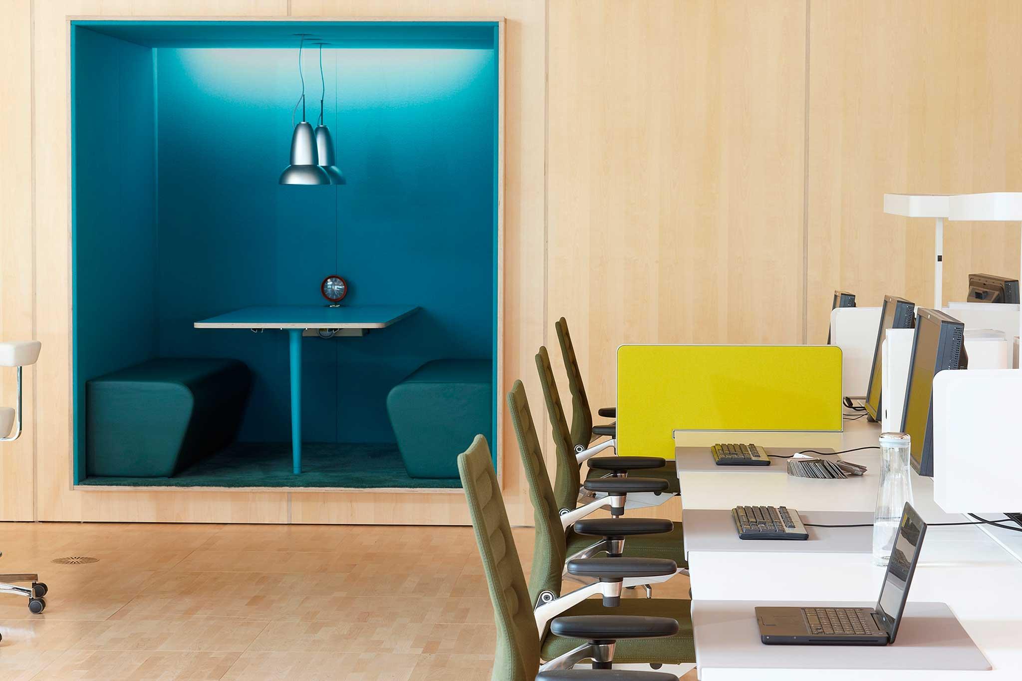 Sevil Peach hat das Büro von Vitra in Weil am Rhein gestaltet.