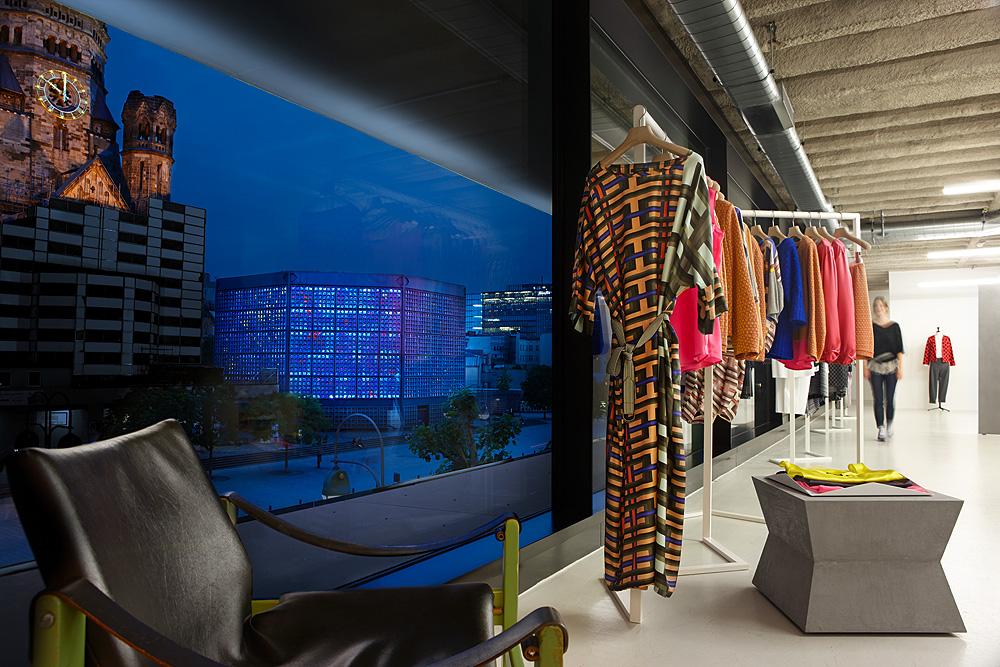 Neue Ladenkonzepte werden hierzulande zuerst in Berlin eröffnet, so wie Odeeh im Bikini Berlin gegenüber der Kaiser-Wilhelm-Gedächtniskirche.