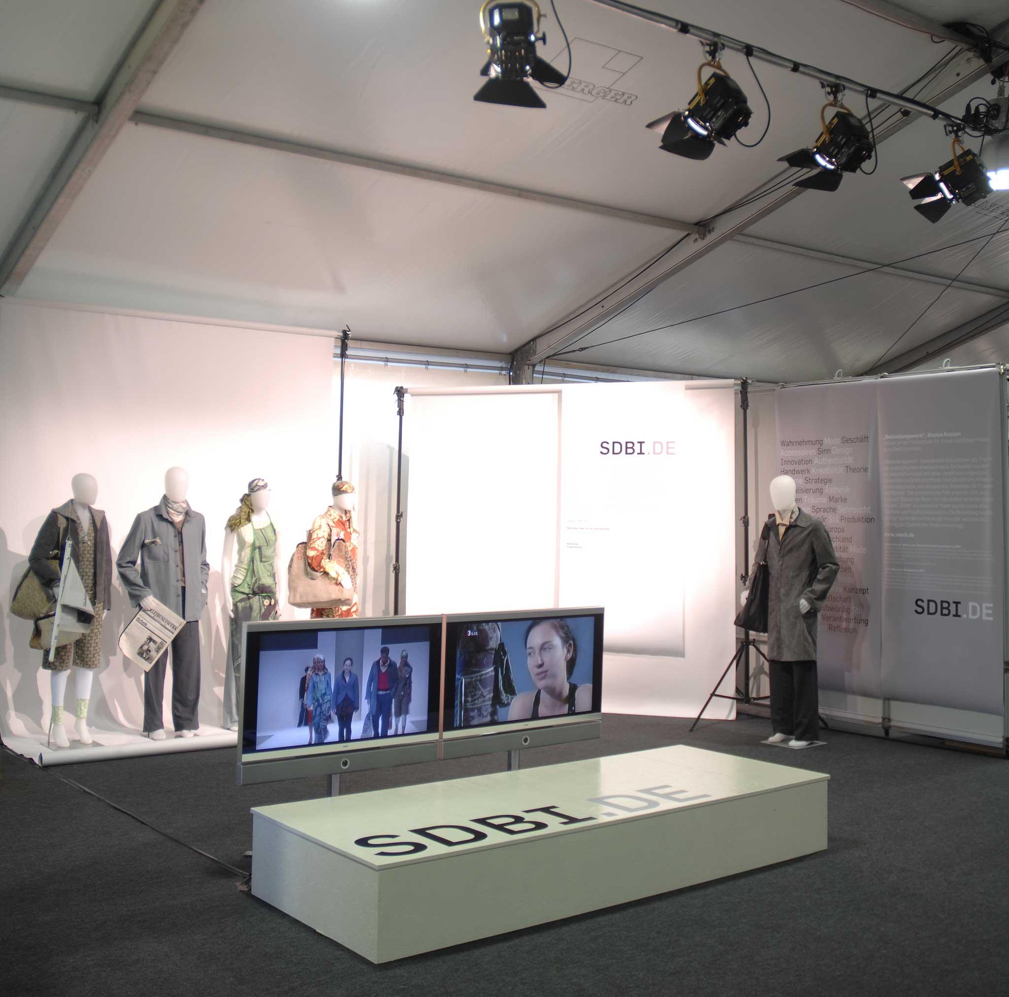 Die Stiftung der Deutschen Bekleidungsindustrie (SDBI) stellte ihre Nachwuchsarbeit während der Tage der offenen Tür der Bundesregierung vor.