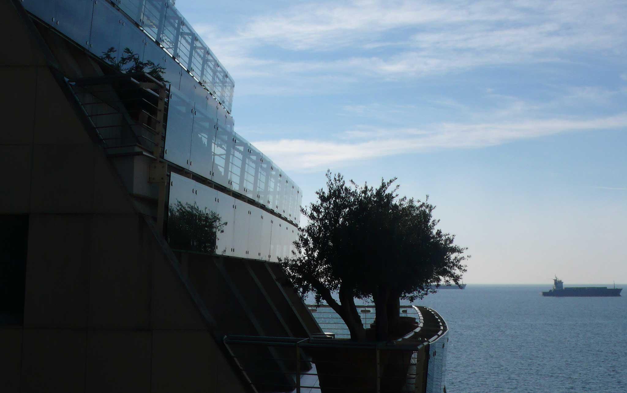 Auf dem ehemaligen Gelände der Botschaft der USA entstand ein Hotel mit Blicken wie auf einem Kreuzfahrtschiff.