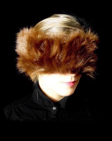 """""""Intimity"""" von Katharina Weidenmüller. Eine elegante Augenmaske, die alle Anstrengungen des Alltags für kurze Zeit verschwinden lässt."""