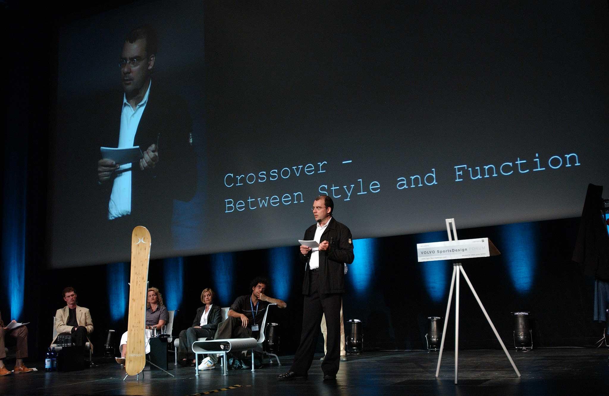 Vortrag vor über 400 Teilnehmern des 2. Volvo Sports Design Forums im ICM, München.